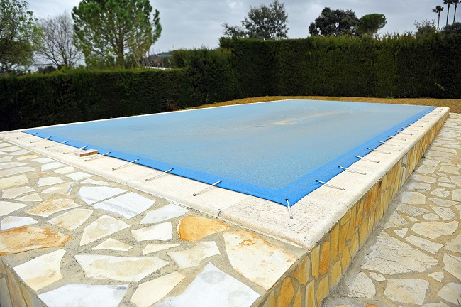 Three Ways to Maintain Your Pool in Winter