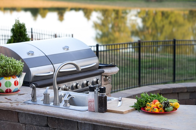 5 Reasons to Add an Outdoor Kitchen to Your Backyard