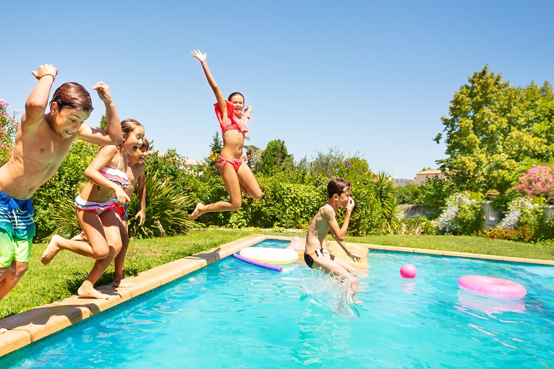4 Swimming Pool Games For Kids This Summer